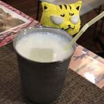 わのわカフェ - 食後のラッシー ※ストローの穴が、過去見た事無いくらい、小さい