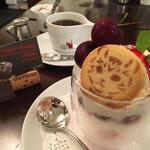 Cafe Chaton Rouge - ジッタさんのお誕生日パフェ