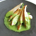 トランテアン - ホロホロ鶏むね肉のロティ エストラゴン(香辛料)風味のクリームシュプレームソース 季節の野菜