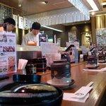回転寿司 まる - 店内