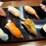 回転寿司 まる - 日替りランチの8貫