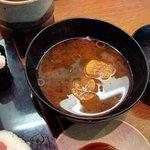 回転寿司 まる - 日替りランチの赤出汁