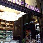 トップテーブル - ソラミ坂広場に面したお店です。
