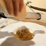 133802317 - 究極のカルボナーラ 越川シェフがペコリーノチーズをすりすりして完成♪
