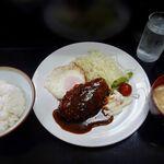 お食事処 さと - 料理写真:ハンバーグ 880円