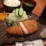 銀呈 - ぶ厚いロースかつ定食(160g)1000円