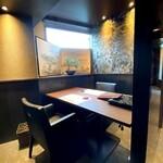 最高級A5神戸牛専門店 新宿 牛龍 - カウンター以外は全席個室