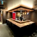 最高級A5神戸牛専門店 新宿 牛龍 - 広々したカウンター