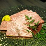 最高級A5神戸牛専門店 新宿 牛龍 - 神戸牛 カルビ・ザブトン