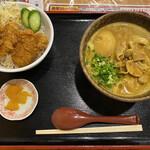 うどん 四方吉 - 「豚カレーうどん+ミニソースカツ丼」1073円税抜き