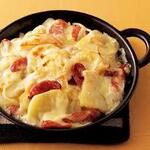 小鍋とかしわ 華まる - ジャガイモとソーセージのチーズ焼