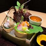 133830790 - 【お造り】                       活き伊勢海老の姿盛りと季節の鮮魚                       添え野菜