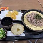 博多 やりうどん - 料理写真:暫く待つとベルが鳴って注文したざるそばとごぼう天715円の出来上がりです。