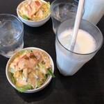 タージマハール - セットのサラダとラッシー