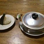 茶の間 雛 - 鍋焼きうどんとおにぎり