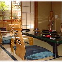 割烹竹万 - 落ち着いた雰囲気の個室でゆったりとお過ごしください