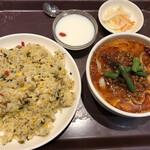唐朝刀削麺 - マーラー刀削麺(ハーフ)とチャーハンセット