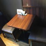 フライング・スコッツマン - 店内一番左奥隅の2人掛けテーブル席
