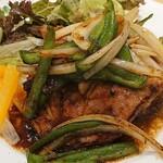 133845658 - 野菜がいっぱいの生姜焼き