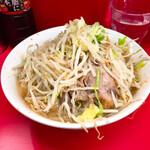 ラーメン二郎 - ラーメン600円麺少な目ヤサイマシ