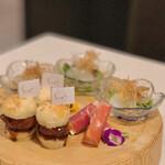 グローバルとんかつわたなべ - ◆前菜3種 ・鯛のカルパッチョ ・クリームチーズと生ハム ・松阪豚のメンチカツバーガー