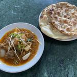 インターナショナルビレッジ - 料理写真:マトンドピアザとパン二枚