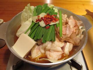 博多もつ鍋 やまや 日本橋店 - 大ぶりの持つがぷりぷり