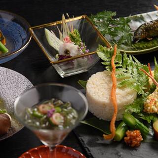 四季折々の素材の味を活かす、京懐石のコース料理に舌鼓。