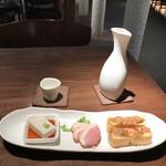 soba みのり - 蕎麦豆腐 スモーク鴨ロース 栃尾のねぎ味噌焼