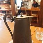 CAFE and GALLERY NABE - お水もおしゃれなものに入ってきました