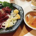 宮川橋もつ肉店 - 皿焼レバー 400円