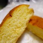 133879319 - おやつパン。かこさとし風味。