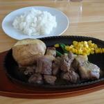 鉄板焼いち一 - サイコロステーキ