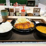 とんかつ 松のや - 料理写真:ロースカツ定食 550円