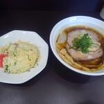 麺や hide - 限定ラーメン+半チャーハン