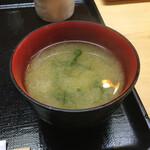 もも瀬 - ワカメと豆腐の味噌汁