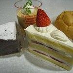 ル・メイユール - ショートケーキ399円、ディプロマット210円、ショコラクラシック325円、キャラメルクリーム300円