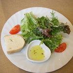 イル ジラソーレ - サラダとパン
