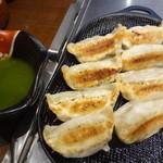 Fuchuupasutakan - 鉄板餃子~バジルソース添え~:609円
