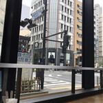 METoA Cafe & Kitchen - 外堀通りが見渡せます