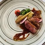 133905936 - フランス産 鴨胸肉のロースト トリュフを合わせたペリグー・ソース