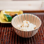 緒方 - 浅利と新生姜の炊き込みご飯 香の物