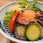 和牛小皿 しんうち - ローストビーフ丼 ¥1,000税込