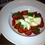 13391527 - トマトとモッツァレラチーズのカプレーゼ