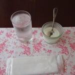 モーニング - 試食ヨーグルト