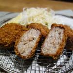 三匹の黒豚 - 黒豚メンチカツ定食/銀しゃり・豚汁おかわり自由980円。