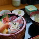 市場食堂 - 料理写真:海鮮丼(¥1100税込み)