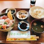 海人食堂 - 料理写真:海鮮丼 小
