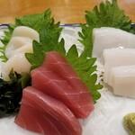 蔵元の酒と直送の魚 さかまる - お造りおまかせ3点盛り。