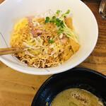 貝ガラ屋 - ガーリック牡蠣つけ麺
